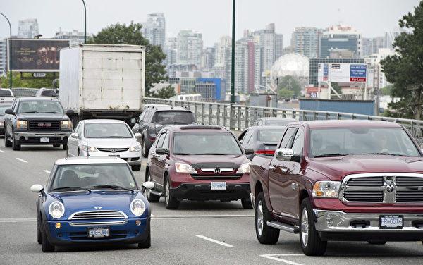 ICBC推行新制,預計67%的司機車輛保險將下降。(加通社)