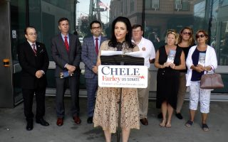 法雷挑戰陸天娜  承諾改善紐約公共交通