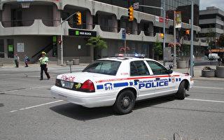 男子撞车后想偷警车逃跑