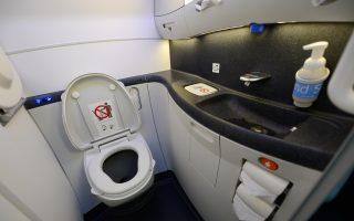 美航班机厕所惊现死胎