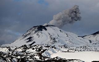 """智利人滑雪遇火山喷发超冷静 归功""""防灾经"""""""