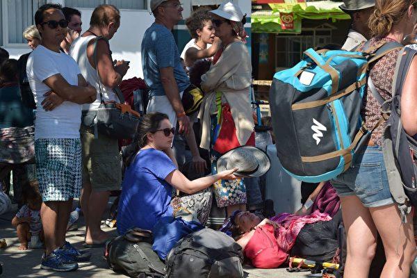 一位意大利游客受伤。( ADEK BERRY/AFP/Getty Images)