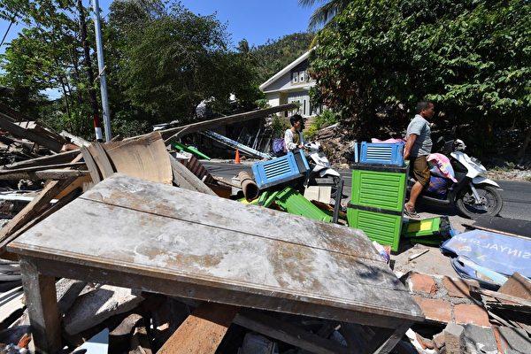 龙目岛地震后,出现房屋倒塌。 (ADEK BERRY/AFP/Getty Images)