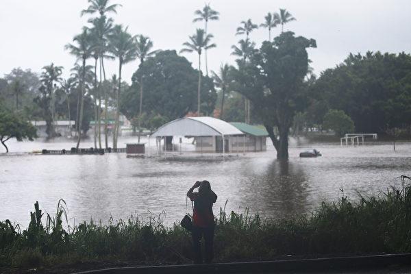 飓风给夏威夷带来滔滔洪水 惊悚视频曝光
