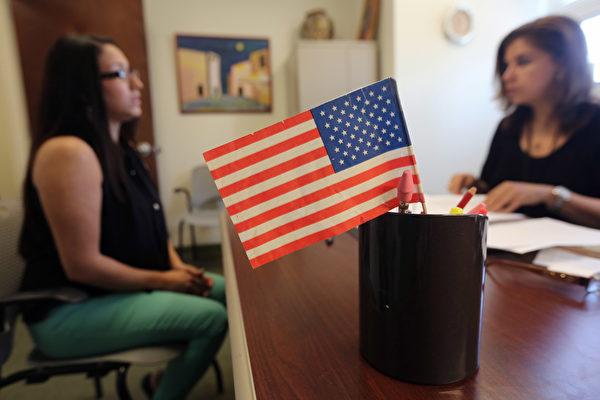美政府擬拿福利者難入籍 難獲綠卡 律師解讀