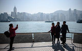 大陸人持單程證赴港破百萬 議員疑特首政策