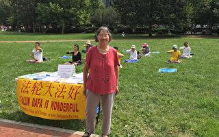 費城自由鐘廣場上79歲老婦堅毅的身影