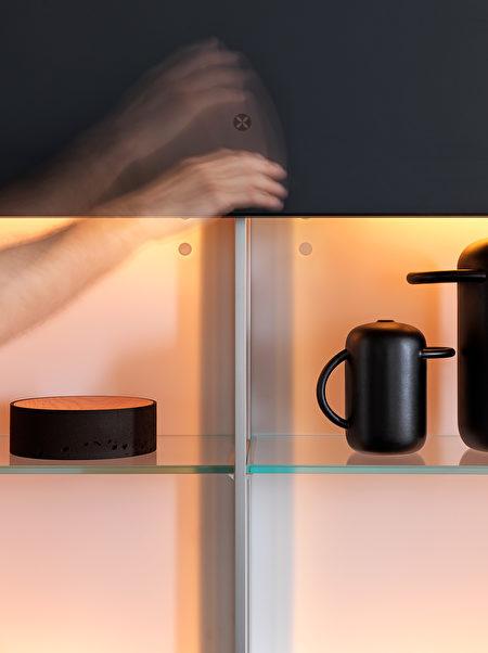 Valcucine 的 Genius Loci 产品线提供 V-Motion 厨房系统,凭借手势就能让该系统运转。