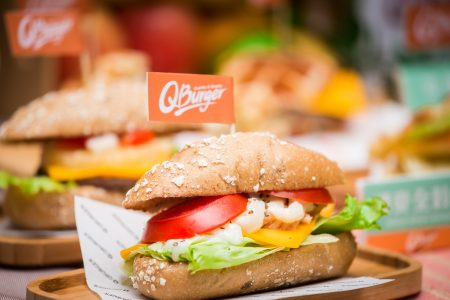 台北市食材登录平台连锁早餐店专区8月29日启动,将有13家品牌、396家门市店、428项产品、1,744种食材,加入食材控管名单。