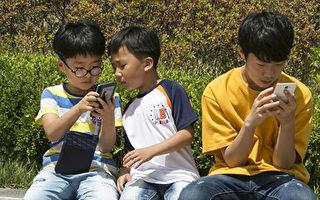 """韩国""""人手一机"""" 对社会负面影响巨大"""