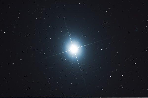 先贤仰望上苍,发现日月星辰能在各自的轨道上谐和运行,由此天地秩序可保不乱。(Pixabay)