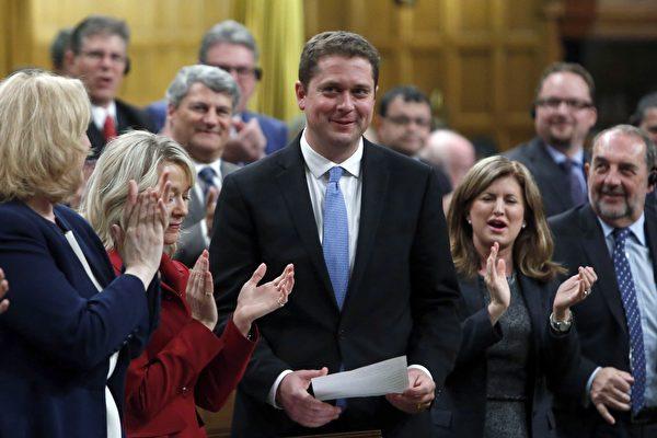 加拿大聯邦保守黨黨領安德魯.謝爾(Andrew Scheer)在9月24日說,如果他任總理,將動用憲法權力批准跨山輸油管項目。(大紀元)