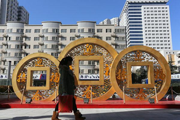 近日,有大陆民众向大纪元记者投诉时表示,中共当局援助非洲600亿美元令百姓怨声载道。(ChinaFotoPress/ChinaFotoPress via Getty Images)