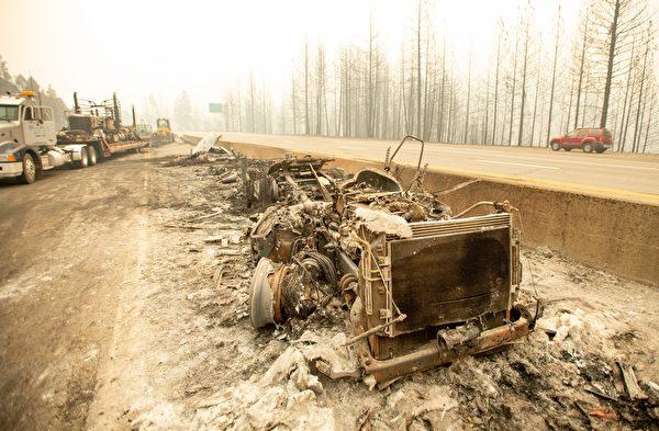北加州野火切斷5號公路 大貨車司機棄車逃生