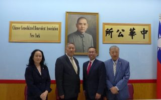 罗德岛州长候选人 冯伟杰访中华公所