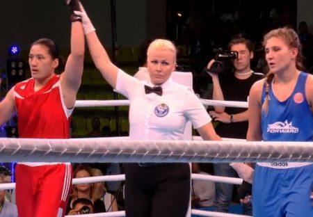 陈念琴(红衣者)参加2018世界大学拳击锦标赛,决赛以3:2击败俄罗斯地主选手(蓝衣者)获得金牌。