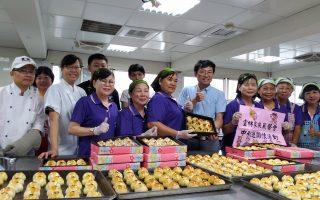 莪馨媽媽做1200個安心月餅  贈送弱勢家庭