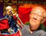 《紅盒子》紀錄布袋戲的傳承 探兩代國寶的矛盾