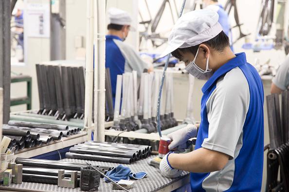 大多數經濟學家都認為,特朗普政府用關稅給在華企業釋放了一個清晰的信號,中美貿易衝突短期內無解,調整全球產業鏈或供應鏈已不可避免。(Craig Ferguson/LightRocket via Getty Images)