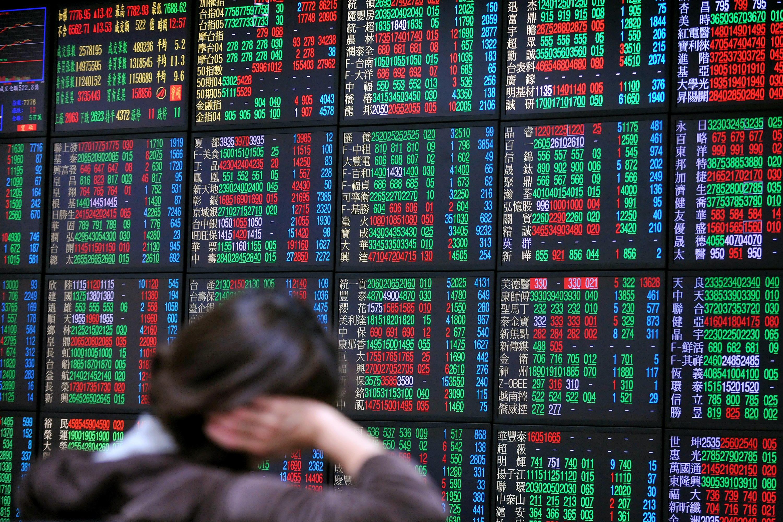 A股三大股指跌逾2% 超3400股飄綠