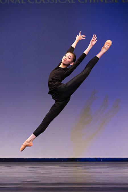 第八屆全世界中國古典舞大賽少年女子組金獎得主張中天。(戴兵/大紀元)