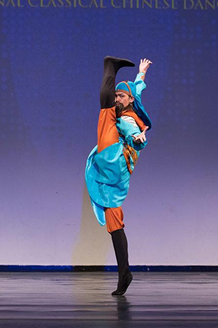 """第8届""""全世界中国古典舞大赛""""少年男子组金奖得主刘新龙,表演舞蹈剧目《忠义千秋》。(戴兵/大纪元)"""