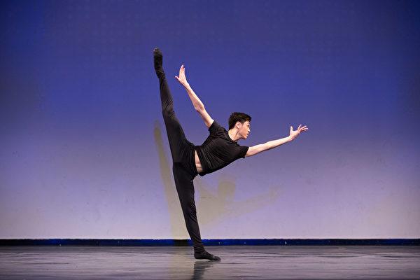 """第8届""""全世界中国古典舞大赛""""少年男子组金奖得主刘新龙。(戴兵/大纪元)"""