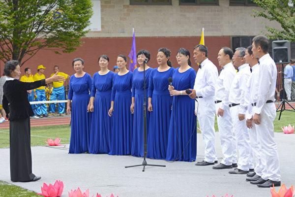 合唱团演唱。(马青/大纪元)