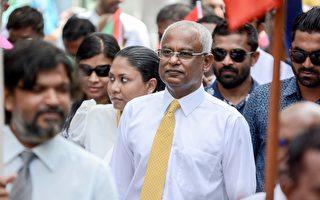 马尔代夫现任总统连任失败 民众上街庆祝