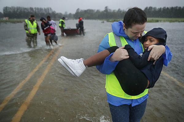 佛罗伦斯致11人死 洪水灾害将持续数日