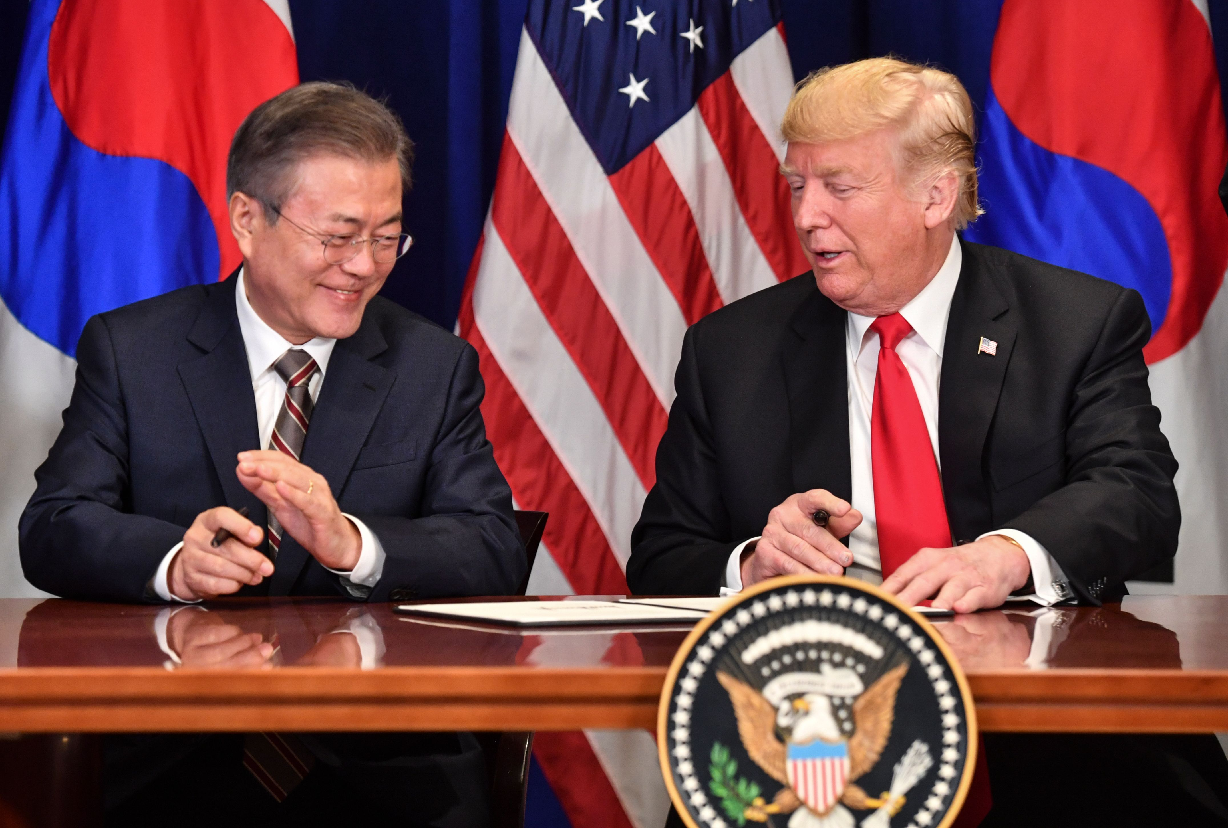美韓簽署新版自貿協定 或明年初生效