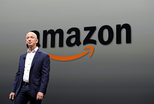 亞馬遜(Amazon)在2018年9月4日成為美國第二家市值破萬億的上市公司。(JOE KLAMAR/AFP/Getty Images)