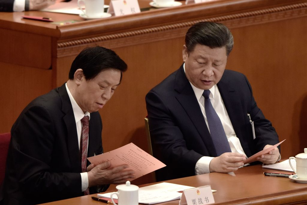 栗戰書(左)和習近平。(FRED DUFOUR/AFP/Getty Images)