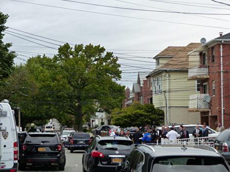 警方在3名婴儿、两名大人被砍伤的法拉盛一家月子中心的案发现场,开展调查。