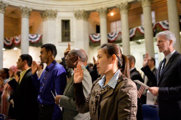 美國入籍等待時間延長 最長需2年2個月