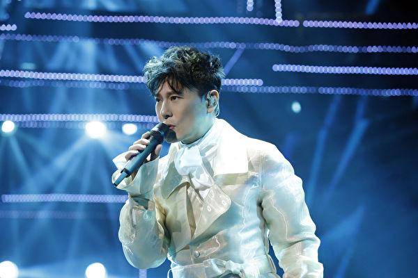 张信哲练重训瘦6公斤 北京开唱打造科技风