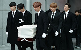钟铉出殡 KEY与太妍泪崩 东海凝望至最后一刻