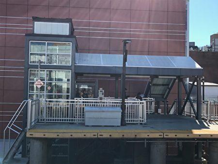 乘坐電梯可從地面直達月台,大大方便老人、殘疾人。