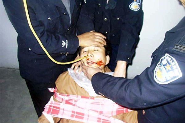 残酷迫害中 法轮功学员的极限抗争——绝食