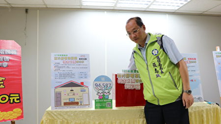 今日由环保局长张志诚抽出特奖2万元,幸运得主为陈小姐。