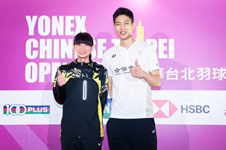2018中華台北羽球公開賽2日起將在台北小巨蛋登場,世界球后戴資穎(左)與台灣羽球一哥周天成(右)1日出席記者會為賽事宣傳。