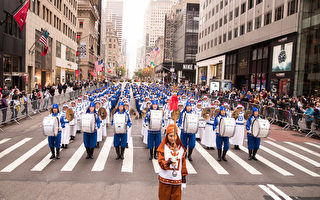 组图:纽约哥伦布日大游行 天国乐团受瞩目