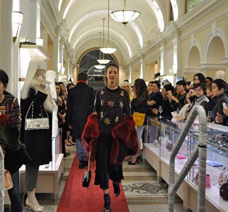 9月27日晚,溫哥華時尚名品店Leone酬賓晚會上的2018國際設計師品牌秋冬新款服裝秀。(唐風/大紀元)