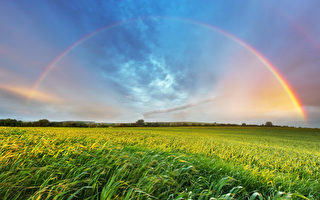 美国男子拍到罕见5道彩虹 令人称奇