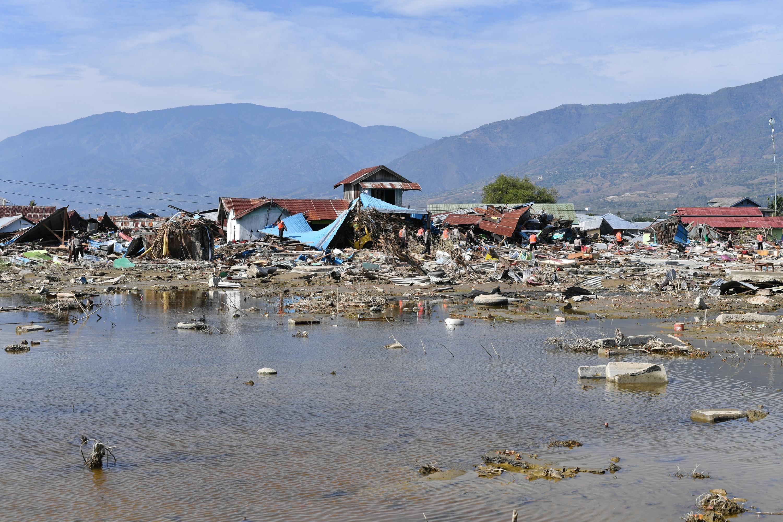 印尼地震海嘯死亡人數增至1558人 | 火山 | 大紀元