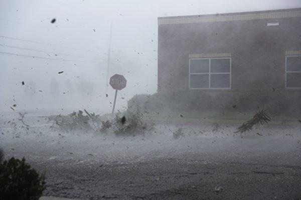 """""""滔天""""飓风迈克尔袭美 3000万人受影响"""