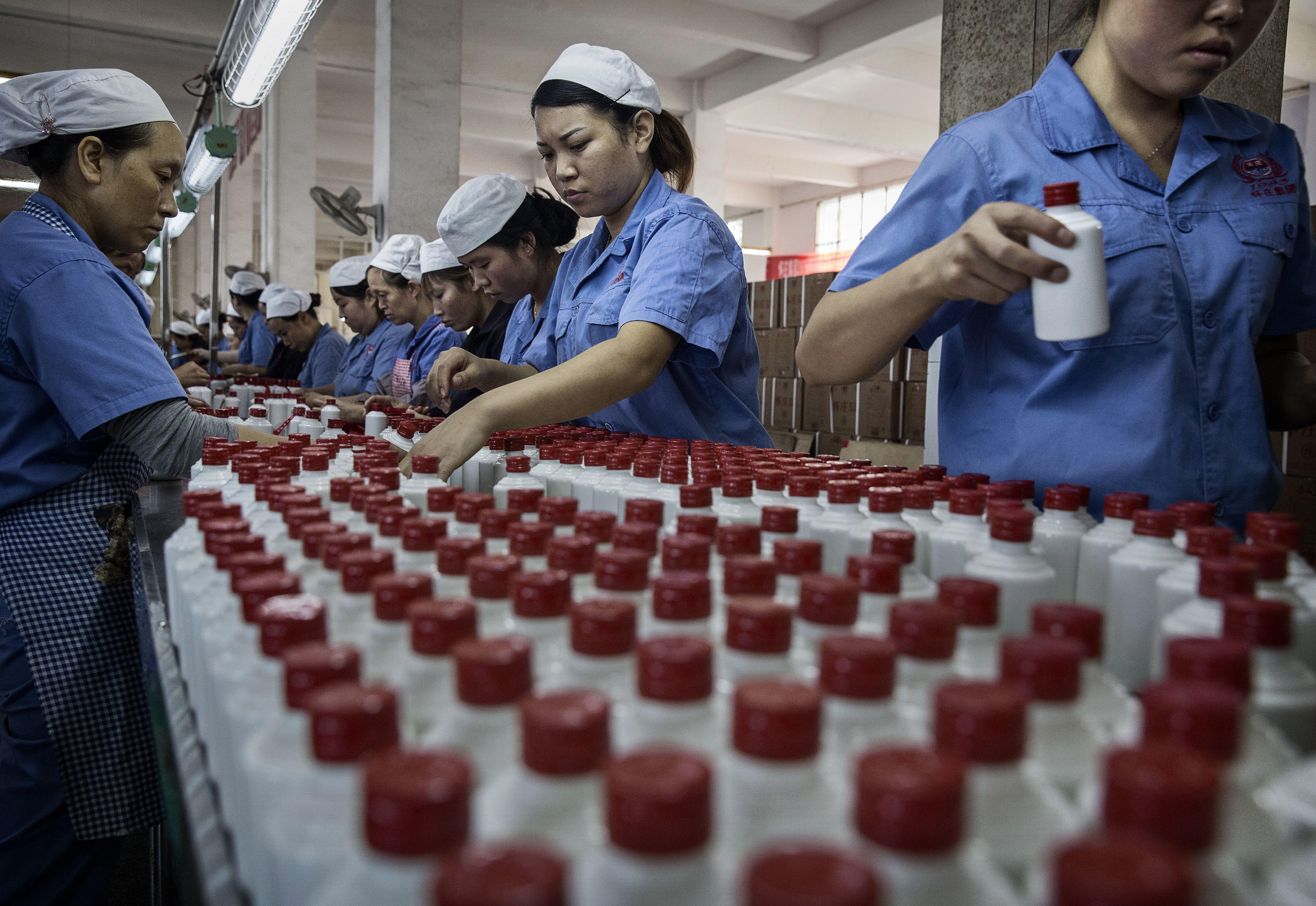 貴州茅台業績急遽放緩 消費降級之憂再現
