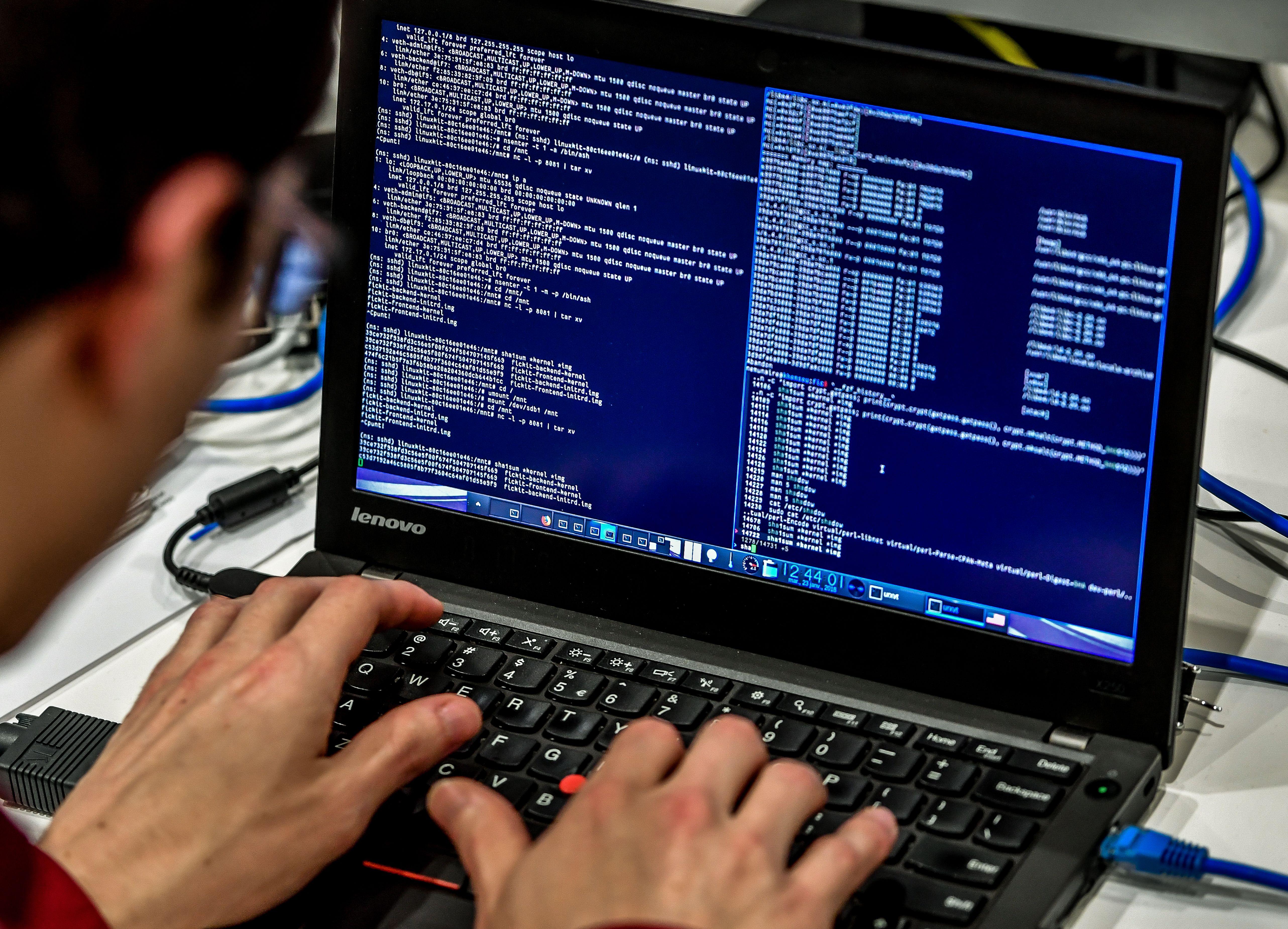 代碼戰打響 中共黑客威脅美國軍事與就業