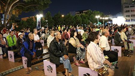 「百工百業拚經濟晚會」28日在嘉義市市中心的中正公園盛大舉行,座無虛席。