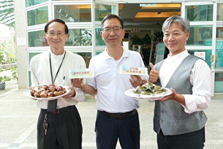 鱼池乡长陈锦伦(中)介绍2018年红茶文化季野餐餐盒的蜜香红茶鸡腿、古早味红茶香草粿。